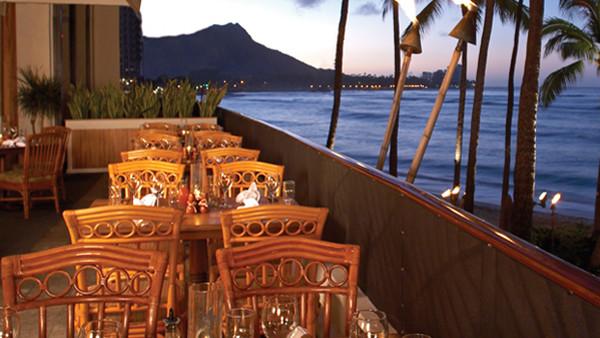 Un pasto chic all'Hula Grill di Waikiki